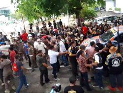 Dihadang di Samping Rujab Bupati Sinjai, Demonstran GMBI 'Chaos'