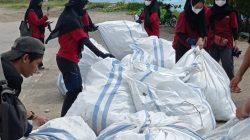 Kolaborasi Lintas Komunitas Gelar World Clean up Day Kota Makassar